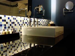modern-bathroom-1209607-640x480