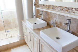 bathroom-1371961_640
